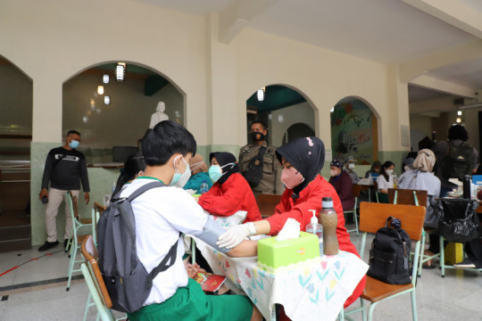 Vaksinasi di Kota Surabaya ditargetkan tercapai 100 persen pekan depan