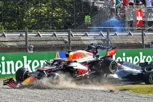 Verstappen, Hamilton bertabrakan dan tersingkir dari GP Italia