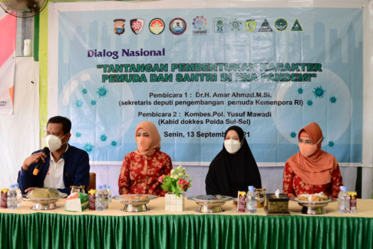 Dharma Wanita Kemenpora apresiasi vaksinasi di pesantren Makassar