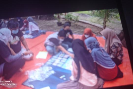 Siswa Lebak kenalkan literasi permainan papan  gambar bahaya tsunami