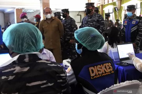 Kasal tinjau vaksinasi bagi masyarakat maritim di Kupang