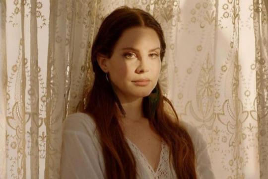 Lana Del Rey akan hapus seluruh akun media sosial
