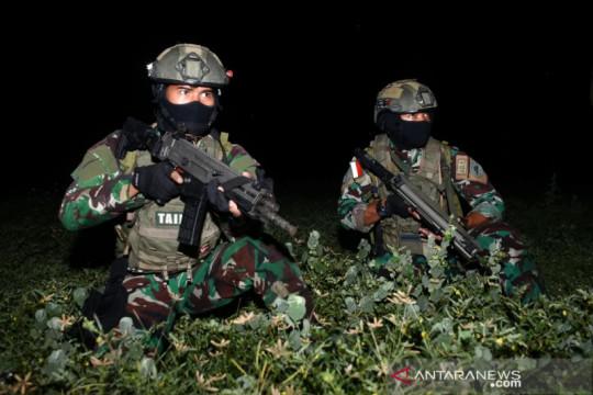 Prajurit Taifib Marinir 2 laksanakan terjun malam