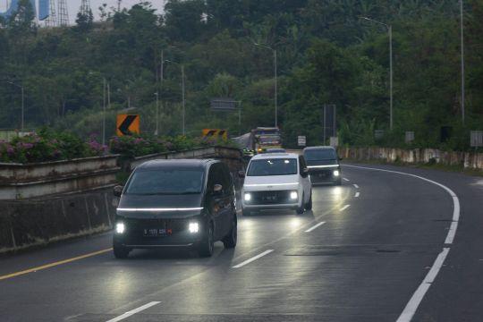 Mencicipi MPV premium Hyundai Staria sejauh 300 KM
