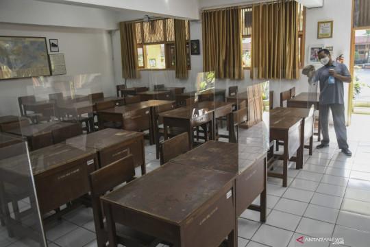 Jakarta kemarin, klaster COVID-19 sekolah hingga persiapan banjir
