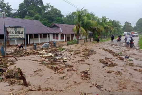 BPBD Papua masih mendata kerugian material akibat banjir di Serui