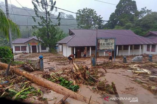 Hujan lebat menyebabkan banjir di Serui, Kepulauan Yapen