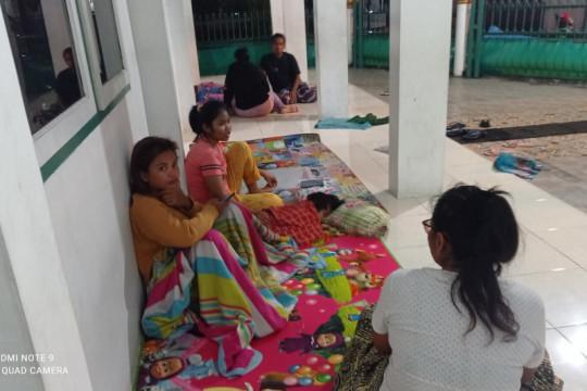 Warga Sentral Rangkasbitung mengungsi rumah terendam banjir