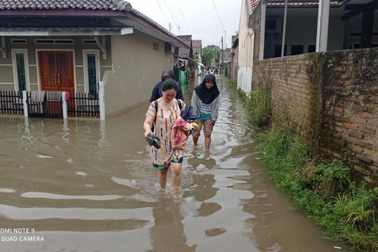 1.162 rumah di Lebak terendam banjir dan satu tewas