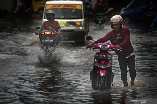Belasan provinsi hadapi potensi hujan yang bisa menyebabkan banjir