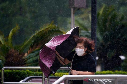 Topan Kompasu di China selatan, banjir di utara renggut 15 nyawa