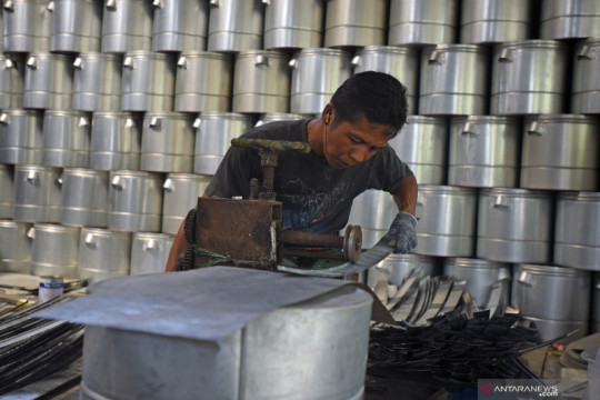 Ekonom Indef: Holding BUMN ultra mikro bisa melepas jeratan rentenir