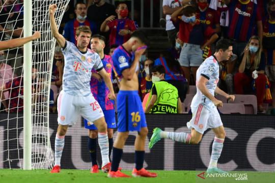 Bayern Muenchen tekuk Barcelona 3-0, Robert Lewandowski cetak brace