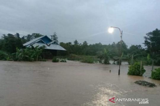 Hujan lebat menyebabkan banjir di perkampungan Distrik Wanggar, Nabire