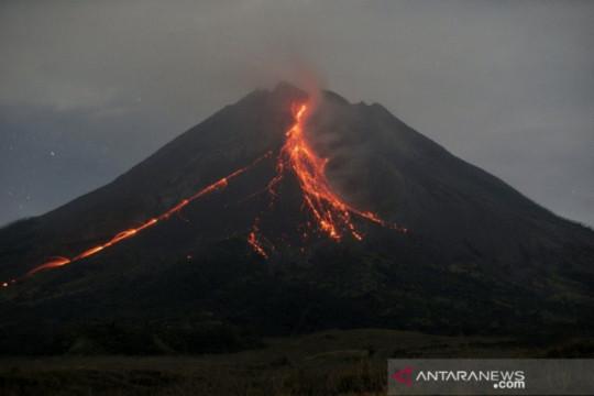 Gunung Merapi luncurkan guguran lava pijar 10 kali hingga 1.500 meter