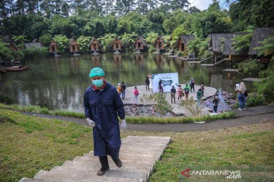 Vaksinasi COVID-19 di kawasan wisata Dusun Bambu
