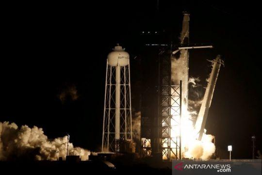 SpaceX bawa miliuner ke luar angkasa
