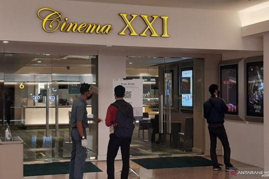 Pengunjung mulai datangi Bioskop Blok M Plaza saat beroperasi kembali