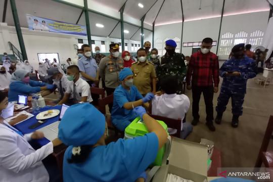 Presiden Jokowi tinjau vaksinasi pintu ke pintu di Deli Serdang
