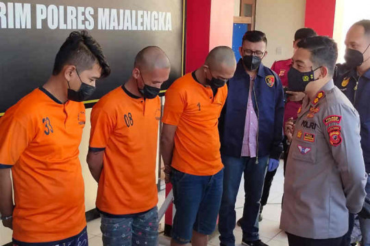 Polres Majalengka menangkap tiga polisi gadungan sekap penjaga toko