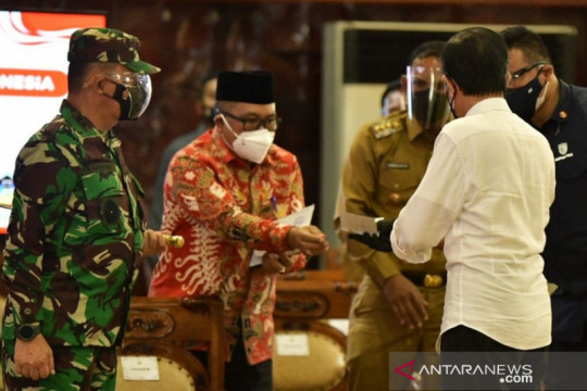 Bupati Aceh Barat serahkan surat usulan penambahan dana otsus