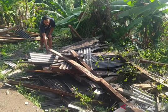 Belasan rumah di Cibeber-Cianjur rusak akibat bencana alam
