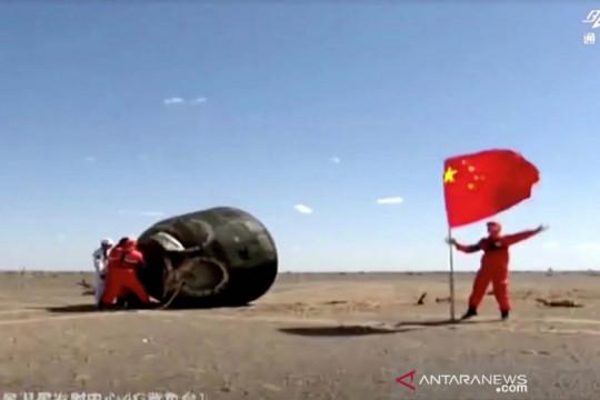 Setelah 90 hari di luar angkasa, astronot China tiba kembali di Bumi
