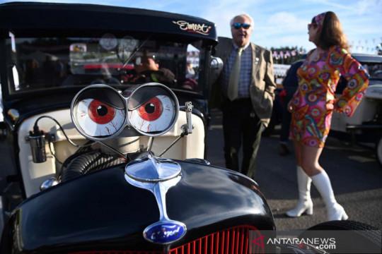 Menikmati festival otomotif Goodwood Revival di Inggris