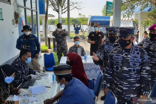 TNI AL gelar vaksinasi maritim di Tanjung Pasir Tangerang