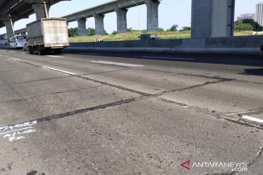 Jasa Marga perbaiki tiga titik jalan Tol Jakarta-Cikampek
