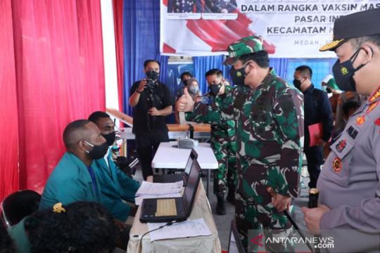 Panglima TNI ucapkan terima kasih ke pedagang di Medan ikut vaksinasi