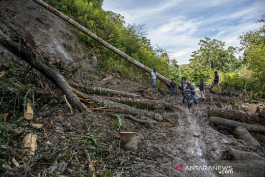 BMKG ingatkan warga Sulteng waspadai longsor jalur pegunungan
