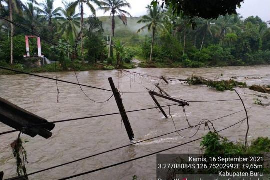 Ratusan warga mengungsi akibat bencana banjir di Pulau Buru