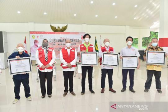 Bupati Bogor beri piagam para relawan PMI
