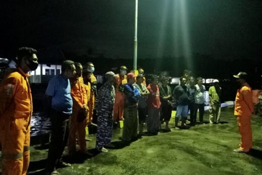 Tim SAR gabungan selamatkan penumpang longboat di perairan Halsel