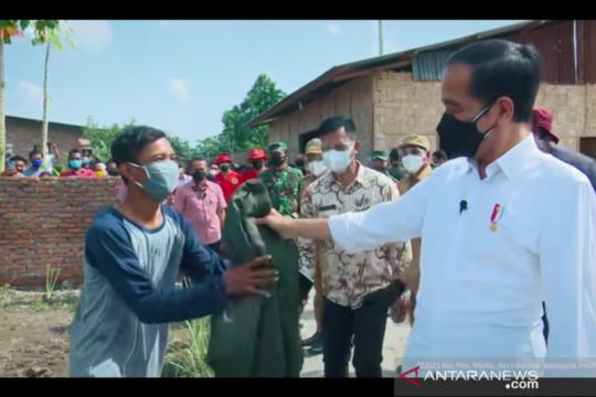 Warga di Deli Serdang bangga diberi jaket oleh Presiden Jokowi