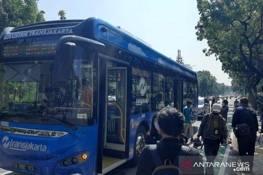 Masih gratis, bus listrik TransJakarta mulai angkut penumpang