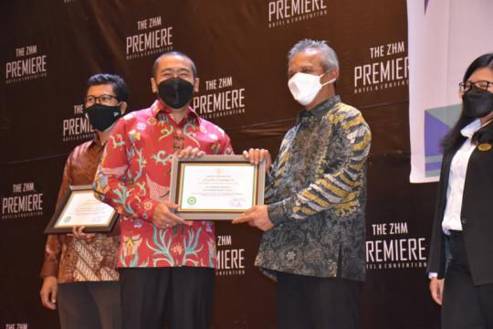 PT Semen Padang terima penghargaan pencegahan COVID-19 dari Menaker