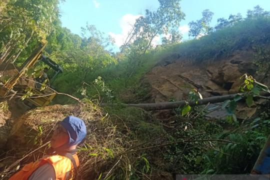 Tebing liku endikat kota Pagaralam longsor setinggi 15 meter