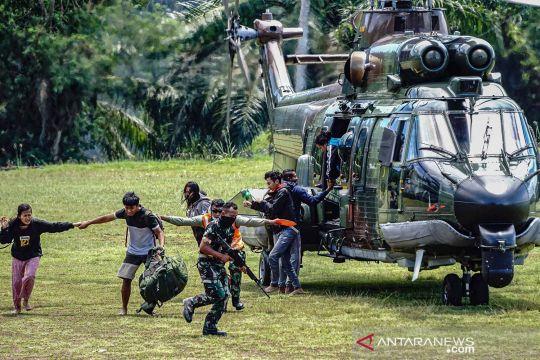 Evakuasi nakes korban penyerangan KKB di Pegunungan Bintang