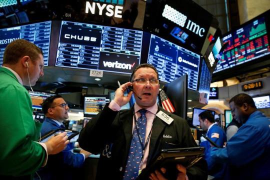 Wall Street dibuka jatuh, tertekan turunnya saham teknologi dan minyak