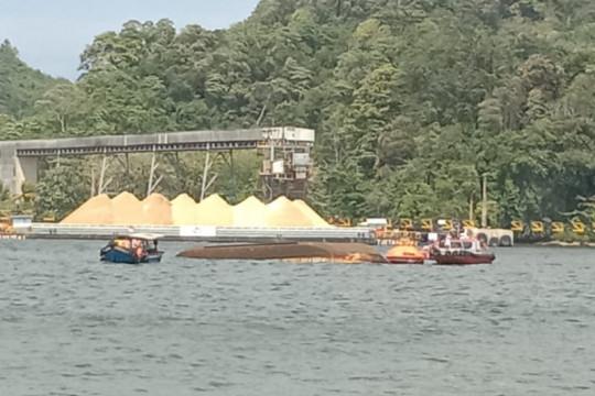 Kapal Pengayoman IV terbalik di Perairan Nusakambangan