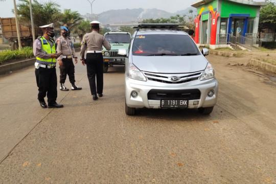 Polres Cilegon perketat kendaraan masuk Pantai Anyer dan Cinangka.