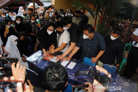 Kedatangan jenazah Rimbun Air Kapten Agithia Mirza