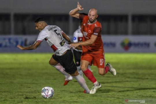 PSM Makassar kalahkan Persebaya dengan skor 3-1