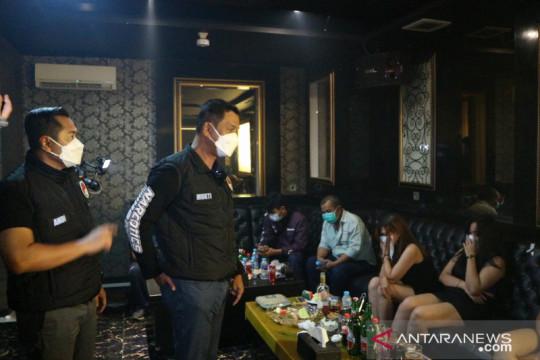 Polda Metro segel dua tempat karaoke di Kabupaten Bekasi