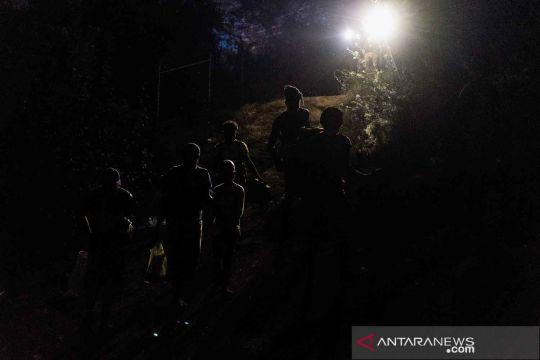 Migran pencari suaka melintasi Sungai Rio Grande