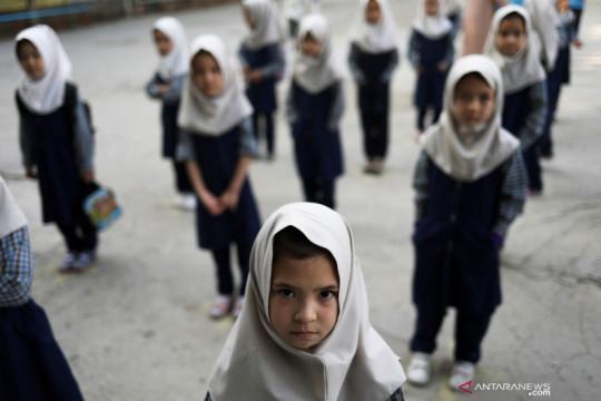 Anak-anak perempuan di Afghanistan kembali bersekolah