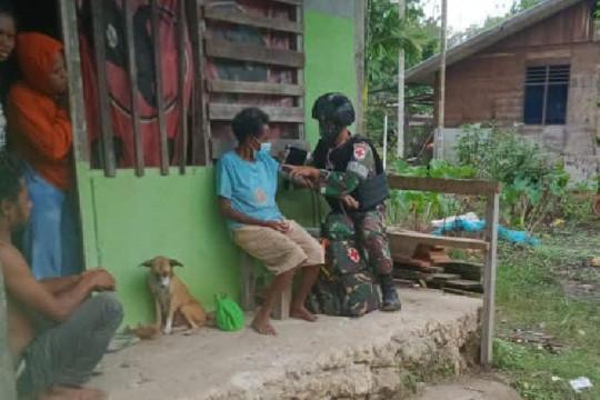Satgas TNI beri pengobatan keliling warga Papua di perbatasan