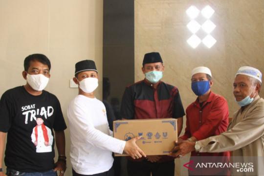Baznas salurkan bantuan paket kebersihan Masjid Al Hikmah Bekasi